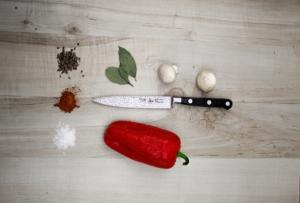 Die richtige Reinigung des Messers hilft, um Bakterien effektiv zu bekämpfen